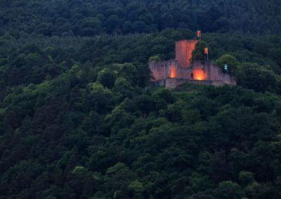 Burg Landeck in Klingenmünster zur blauen Stunde
