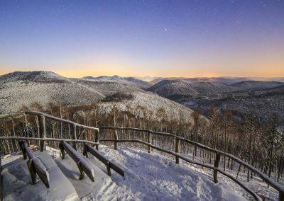 Pfälzerwald bei Nacht im Schnee vom Kirschfelsen