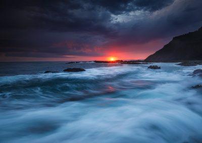 Nordspanien Mutriku-dramatischer Sonnenaufgang